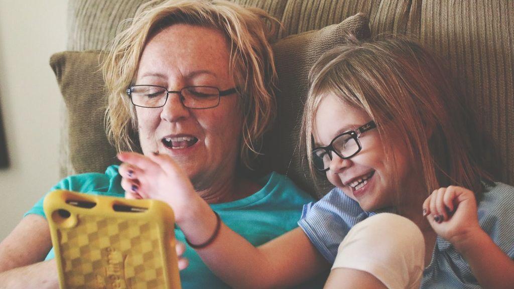 Los abuelos 'techis' y la Edad de Oro en la relación con los nietos