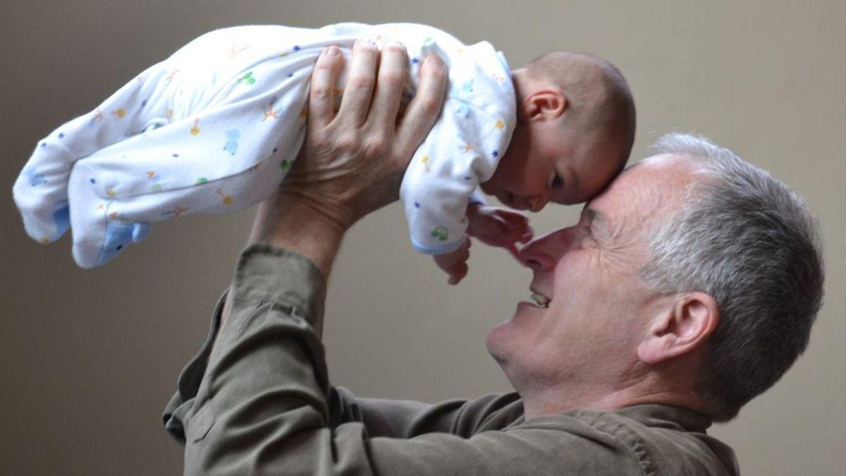 Cómo ser padre a los 60 y no morir en el intento