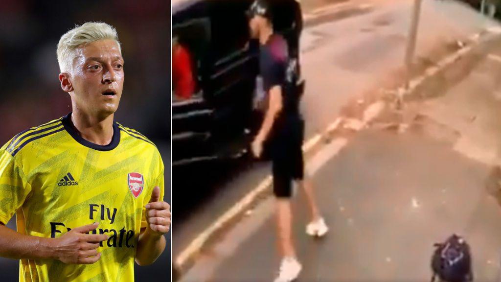 Özil, víctima del ataque de dos hombres con cuchillos y su compañero Kolasinac le salva impidiendo el robo del coche