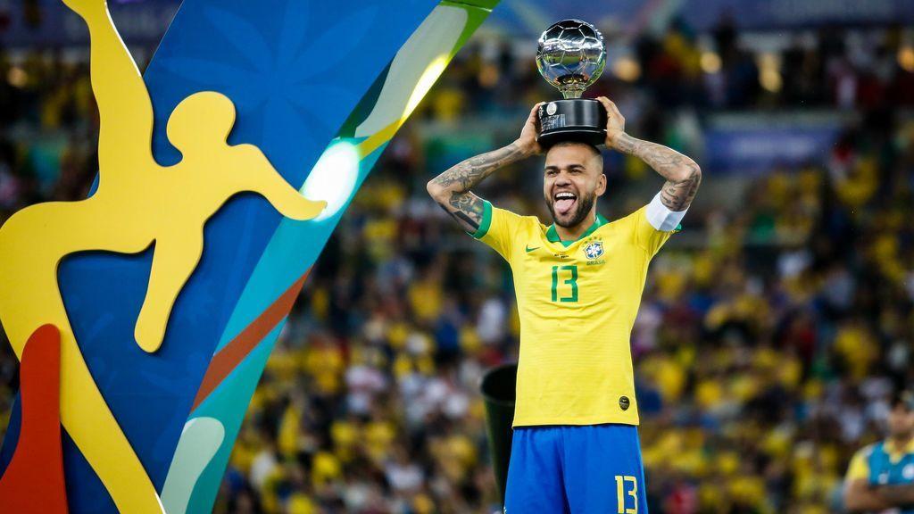 """Dani Alves, futbolista con más títulos de la historia, busca equipo: """"¿Dónde pongo el currículum?"""""""