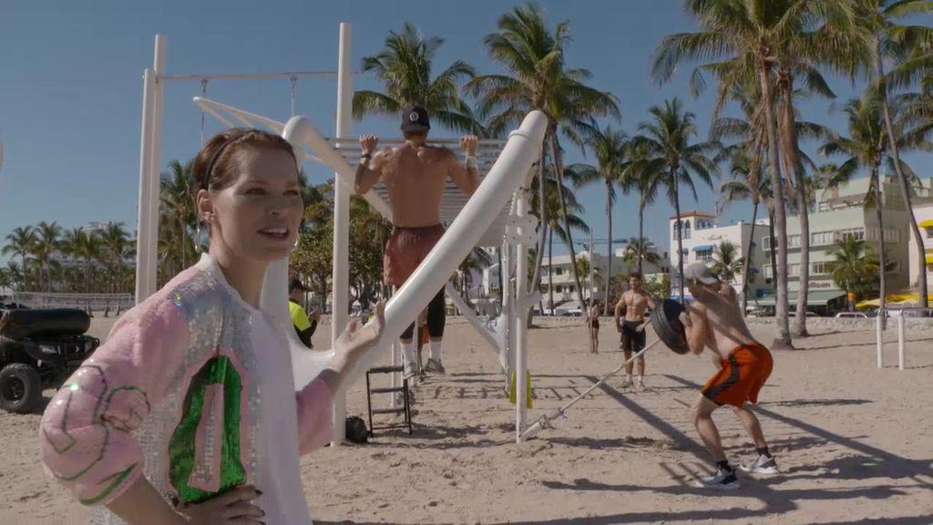 Soraya Arnelas se queda de piedra con los cuerpazos de South Beach, en Miami