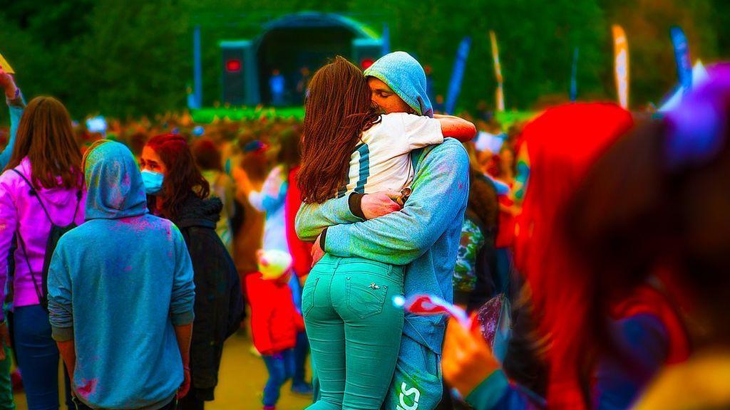 Un estudio muestra la mejor forma de reconciliarse tras una discusión: los abrazos