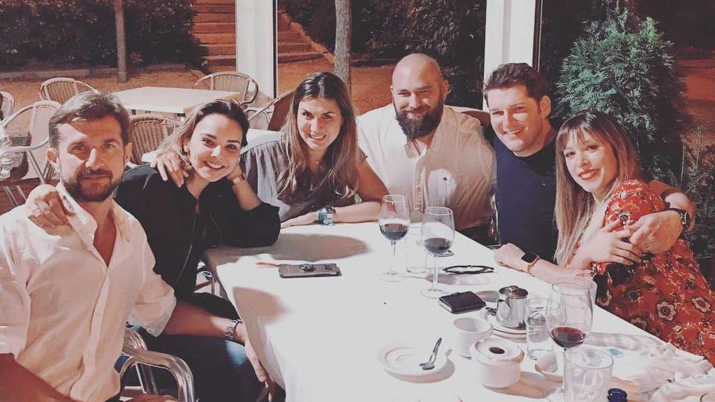 """De """"bodorrio"""": la cena con parejas de Chenoa, Gisela y Manu Tenorio"""