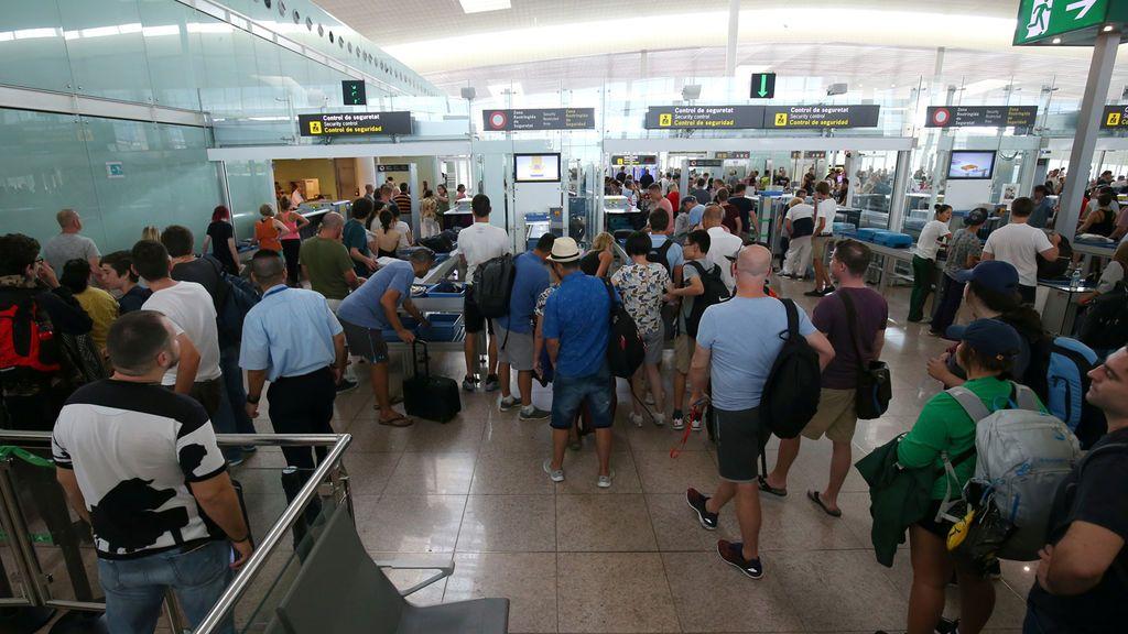 El personal de seguridad del Aeropuerto de El Prat anuncia huelga indefinida desde el 9 de agosto