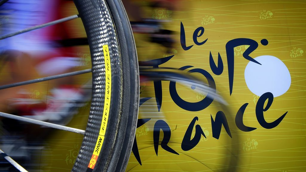 Un radar pilla cometiendo exceso de velocidad a todos los coches de equipo del Tour de Francia
