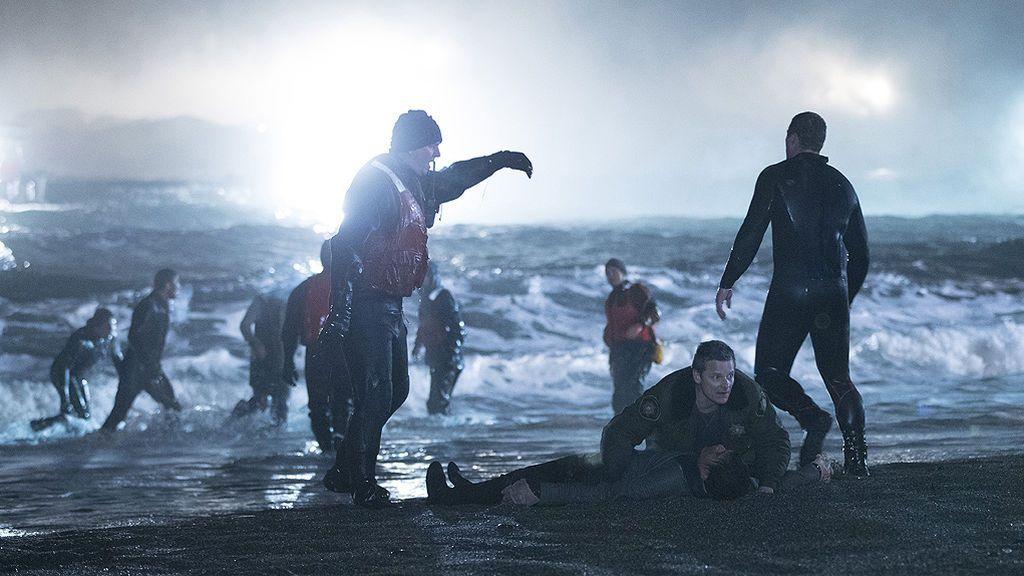 Cientos de cuerpos sin vida aparecen en una playa: Así arranca 'The Crossing (La travesía)