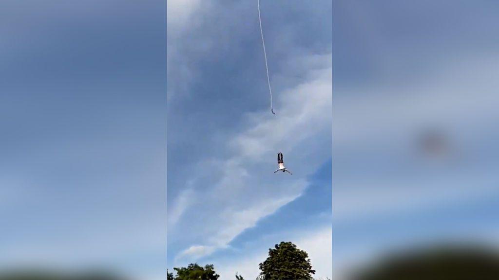 Un deportista, a punto de morir tras romperse la cuerda con la que hacía puenting a 92 metros de altura