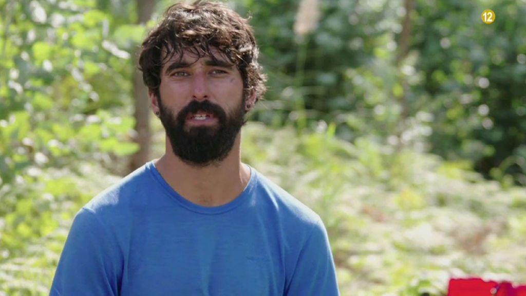Pablo, un aventurero que recorre el mundo junto a su perra hippie