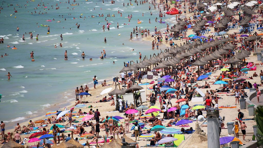España recibe 38,2 millones de turistas en el inicio de año: cae el turismo inglés y las visitas a las islas