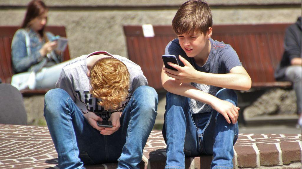 Redes sociales de los menores de edad: cuándo ser o no los espías de nuestros hijos y a qué nos exponemos