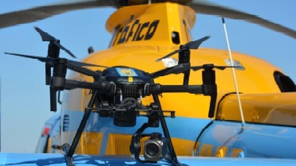 Los drones de la DGT comienzan a multar hoy a los vehículos que no respeten a los ciclistas