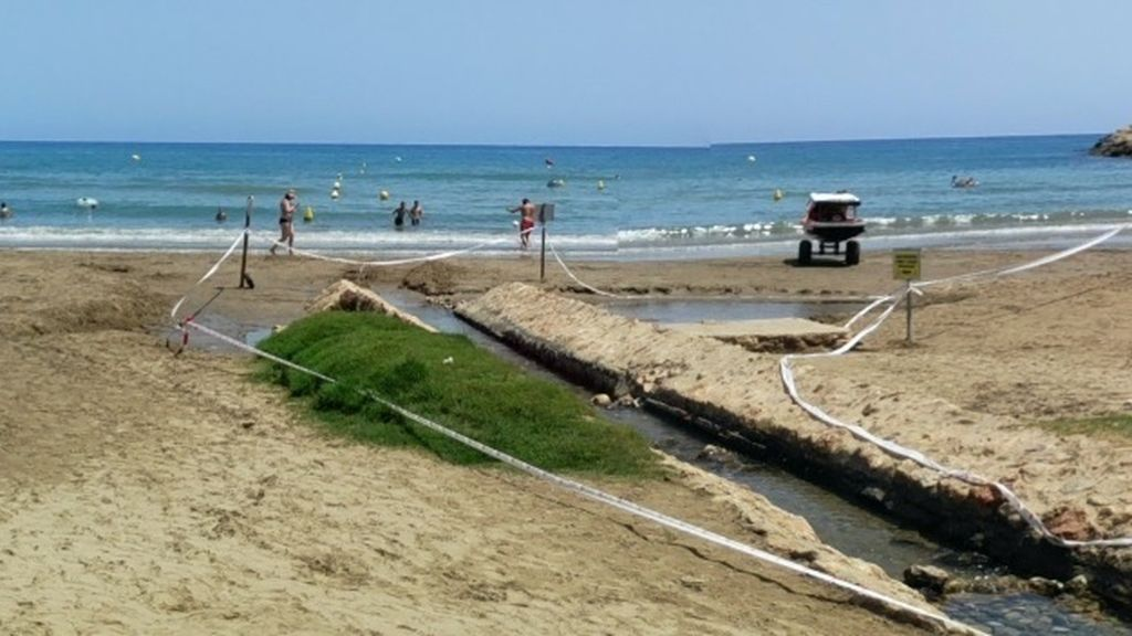 Abierta al baño la playa de Las Fuentes de Alcossebre cerrada por contaminación