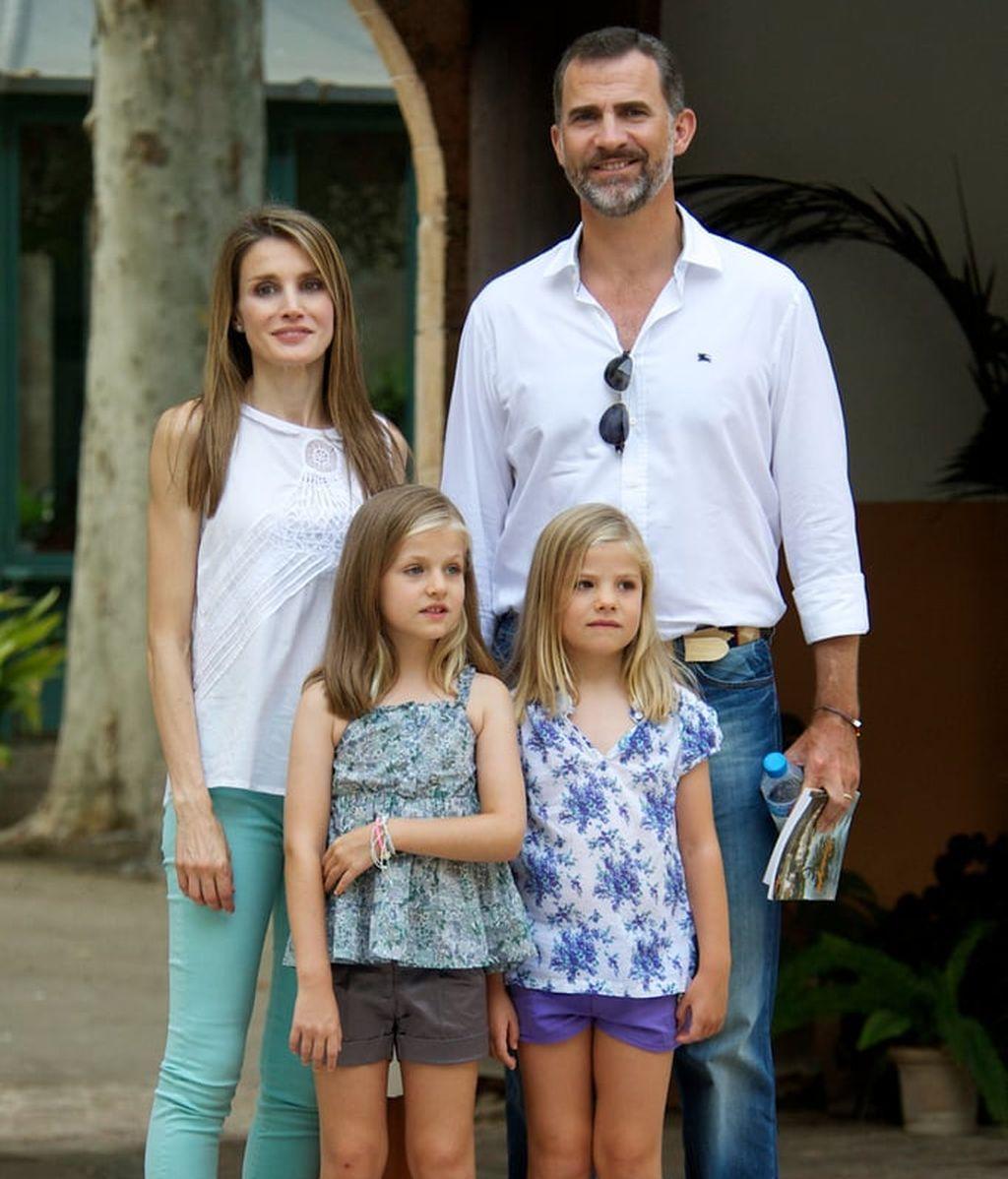 Letizia-Felipe-brought-daughters-Summer-trip-Palma