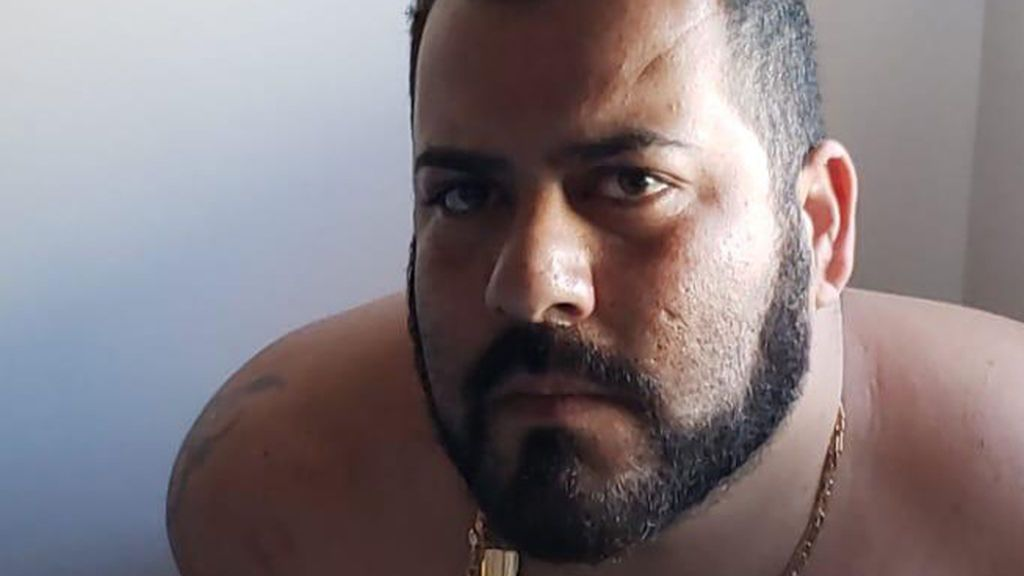 Un padre saquea el fondo para tratar la enfermedad de su bebé y lo despilfarra en prostitutas, alcohol y drogas