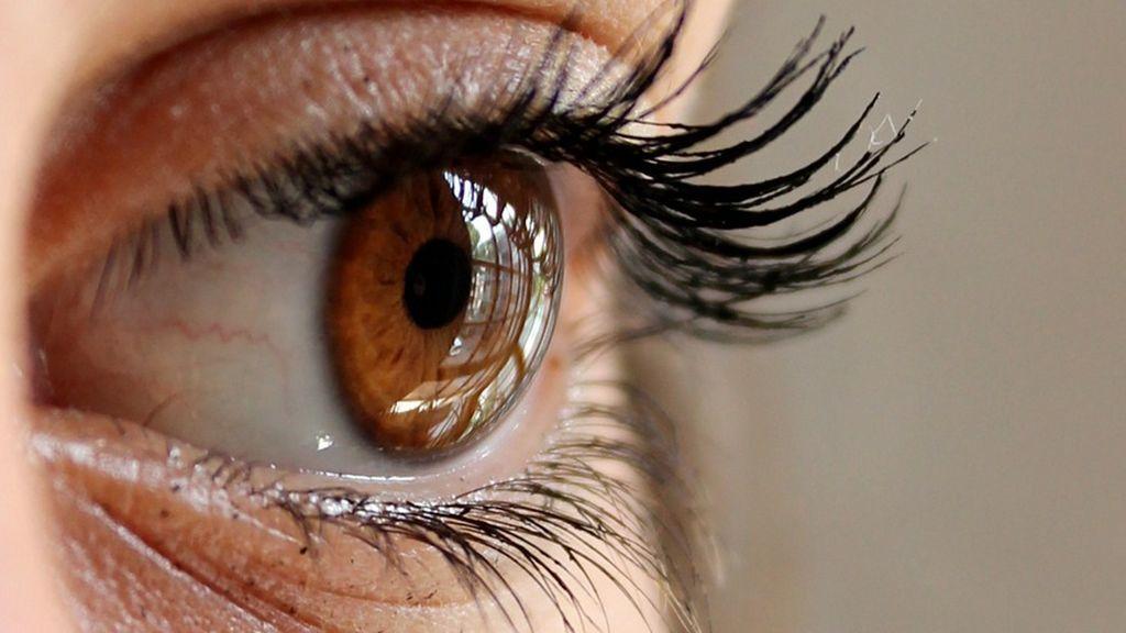 Hacer zoom con un abrir y cerrar de ojos: desarrollan unas lentillas robóticas
