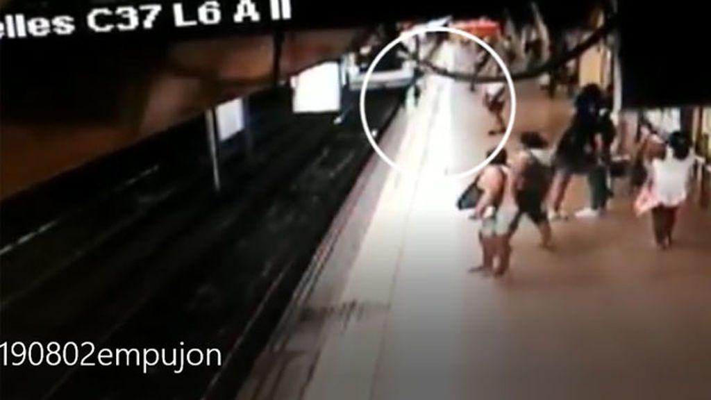Detenido un hombre por empujar a otro a las vías de la estación de Metro de Argüelles