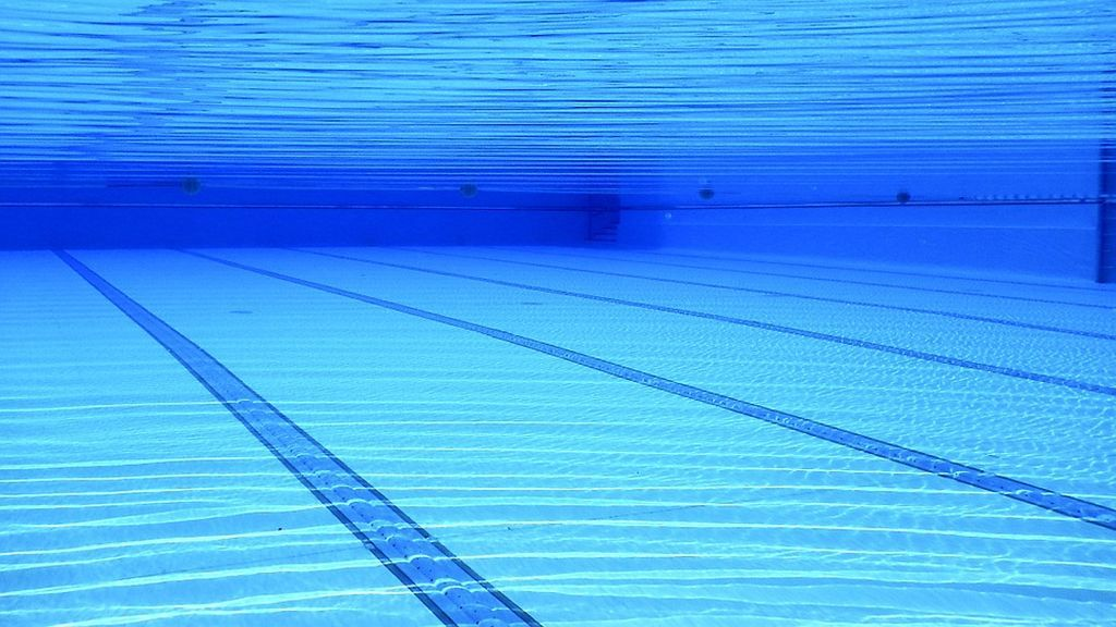 swimming-pool-504780_960_720
