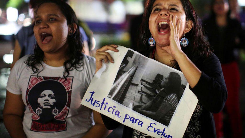 La Fiscalía de El Salvador vuelve a pedir 50 años de prisión para la adolescente condenada por abortar