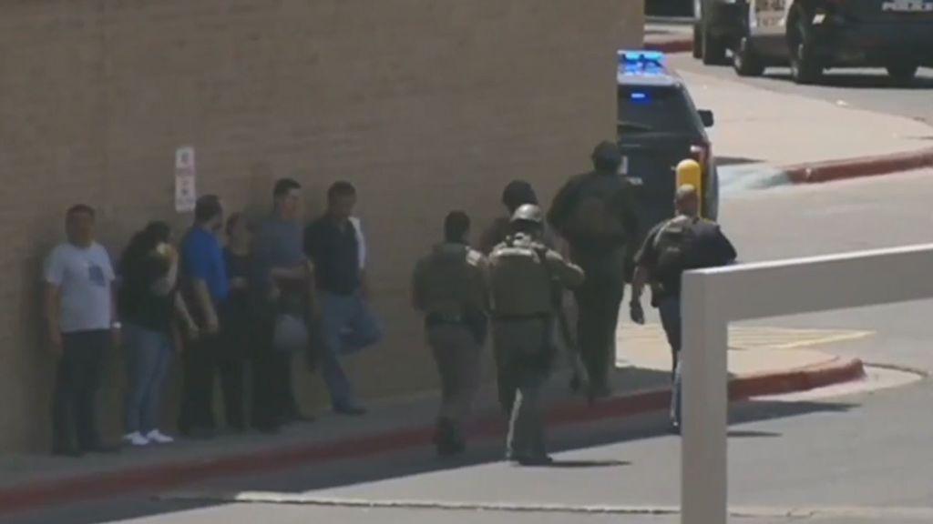 Tiroteo masivo en unos grandes almacenes de Texas: múltiples víctimas mortales y tres detenidos