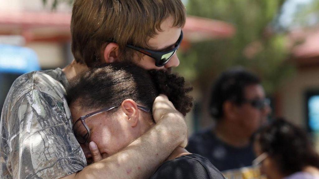 """""""El individuo intentó dispararme, pero falló porque me arrodillé"""", los supervivientes del tiroteo de Texas vivieron un calvario"""