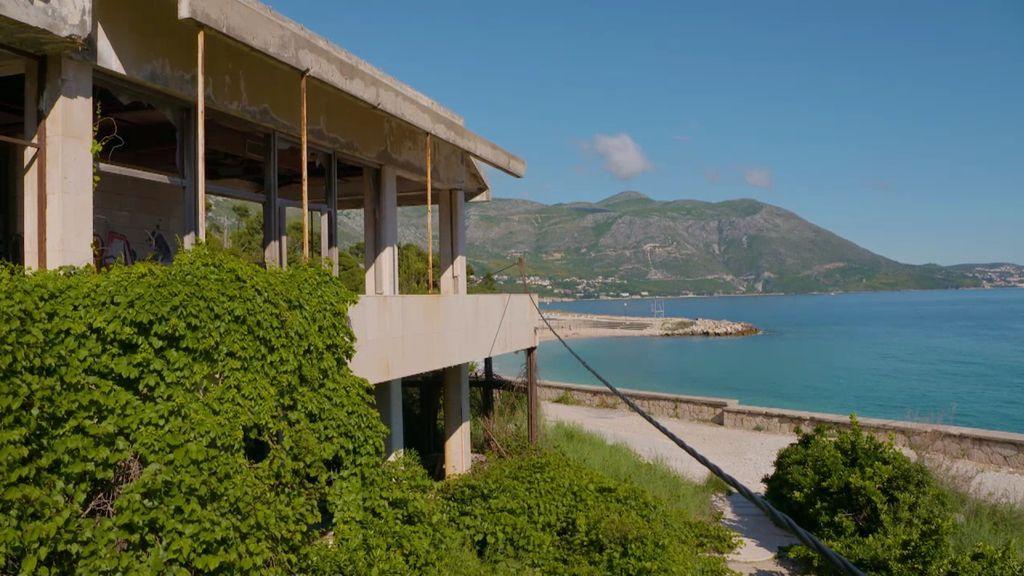 Los estragos de la guerra en aún colean en Dubrovnik: una playa rodeada de ruinas y muchos recuerdos