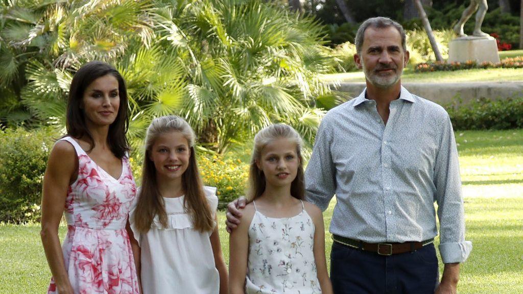 Vacaciones reales: El Rey y su familia posan en la tradicional foto veraniega en Marivent