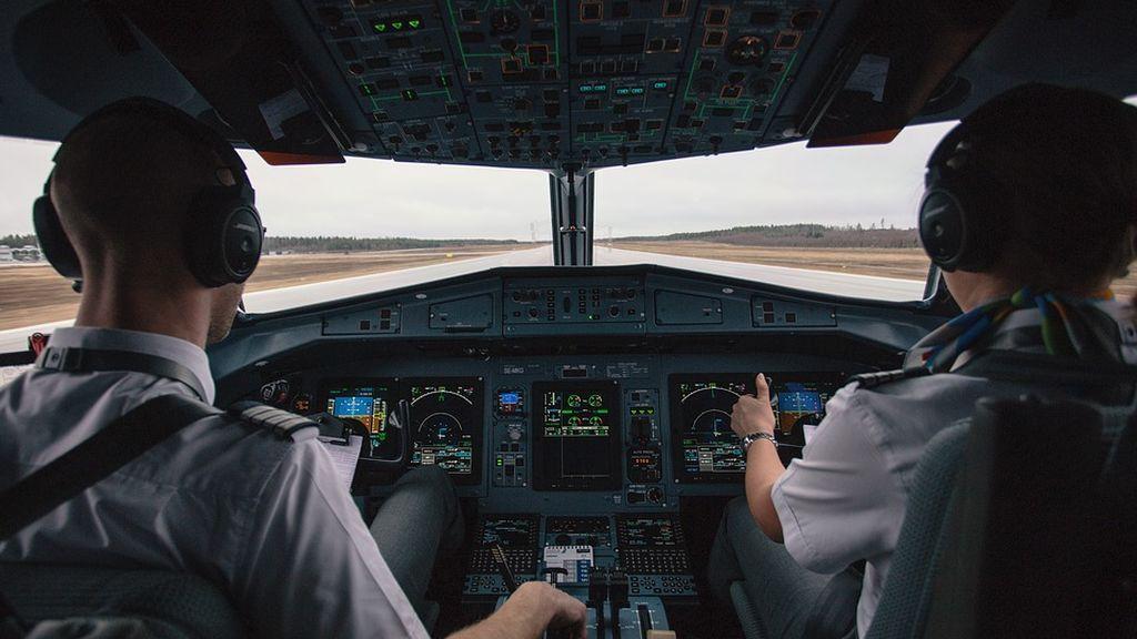 Vuelo truncado: dos pilotos son detenidos por dar positivo en alcohol antes de embarcar a un avión