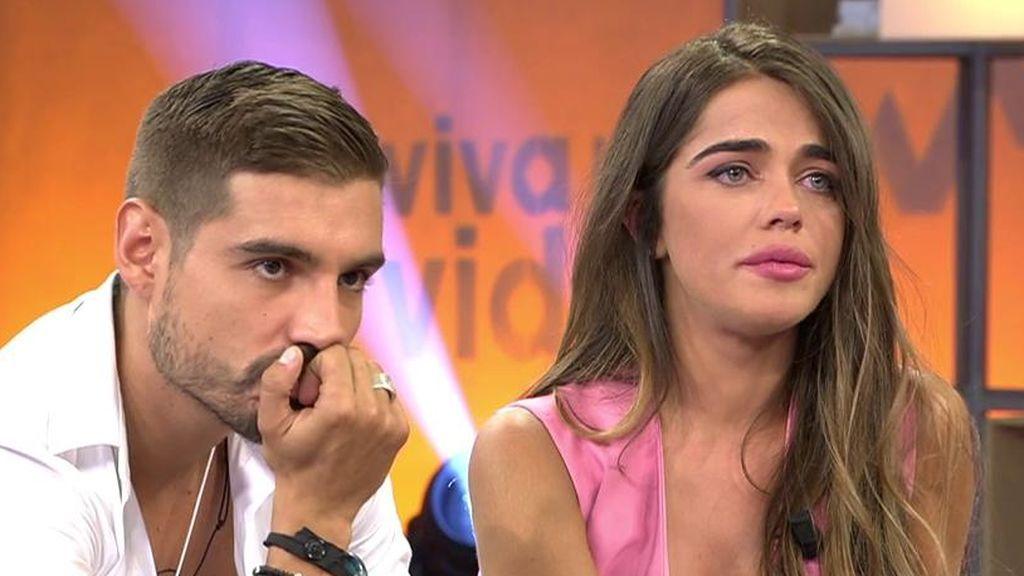 Fabio se cree que Violeta le va a dejar en directo y ella se derrumba al enterarse
