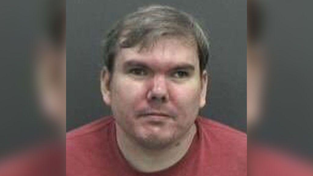 Detienen al hijo de un empleado de Walmart que amenazó con perpetrar un nuevo tiroteo en Florida
