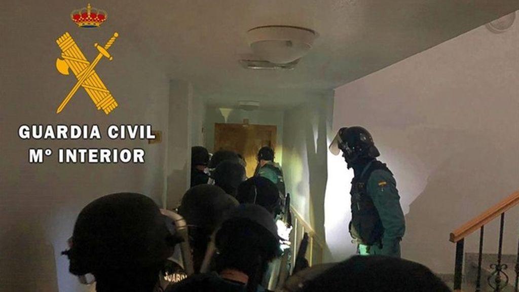 Tres detenidos tras hallar 1098 plantas de marihuana y 6 enganches ilegales en Berja, Almería