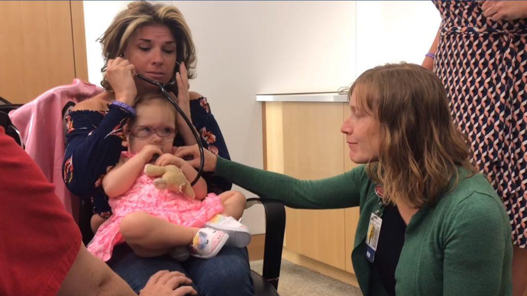 Una madre vuelve a escuchar los latidos de su hijo fallecido al conocer a la niña que recibió su corazón