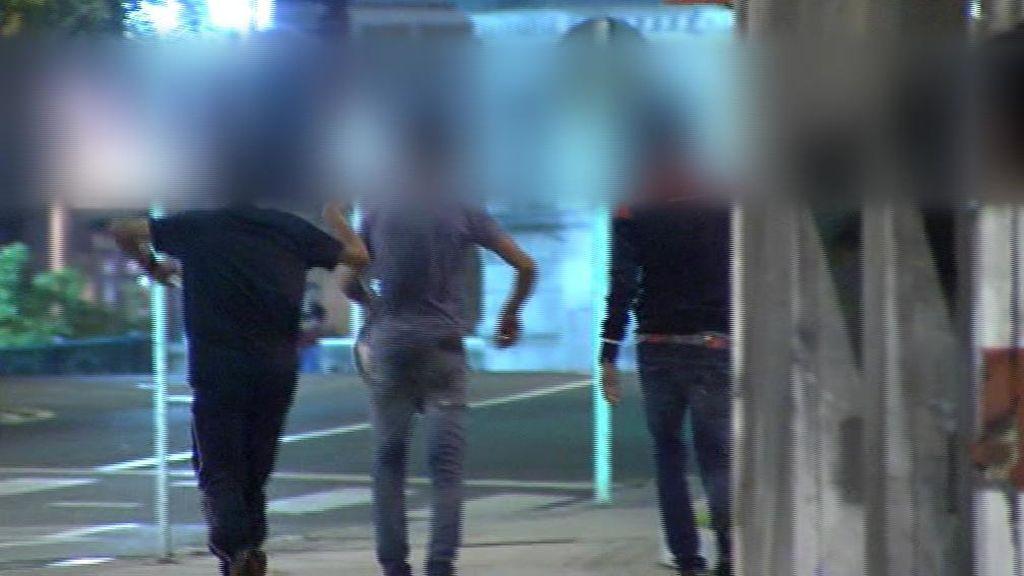 Bailes y carcajas tras quedar en libertad por la supuesta violación múltiple de Bilbao