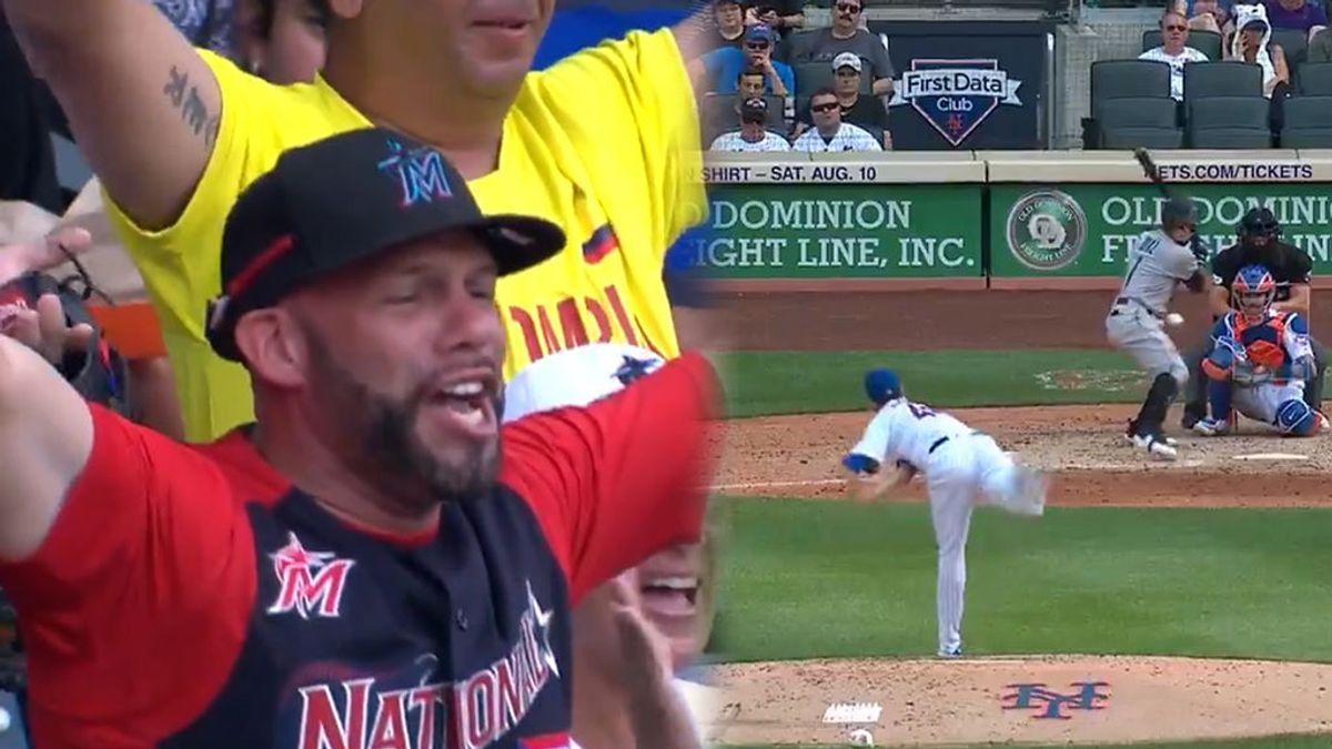 """El padre de un jugador de béisbol enloquece en plena entrevista al ver a su hijo conseguir su primer home run: """"Esto es increíble"""""""