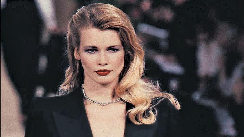 Claudia Schiffer, la 'top model' de los 90, vuelve a sorprender con un impresionante desnudo
