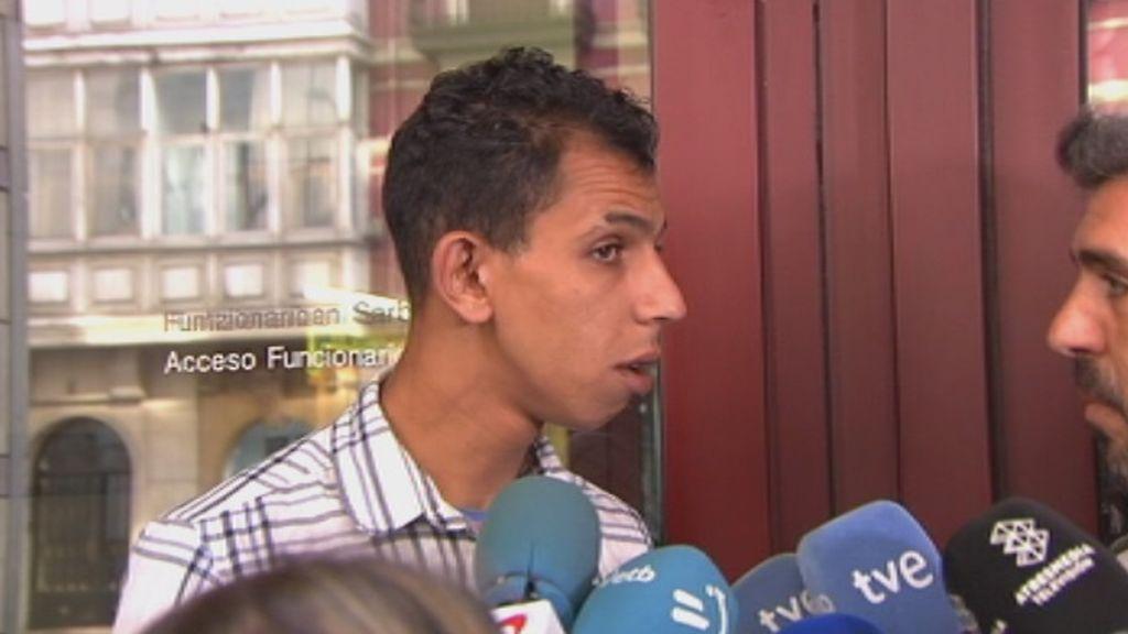 """""""No conozco a la chica"""", habla uno de los detenidos por la violación grupal en Bilbao a la salida del juzgado"""