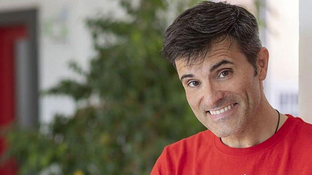 La voz de 'Ven a cenar conmigo' se desnuda y revoluciona las redes: Conoce a Luis Larrodera