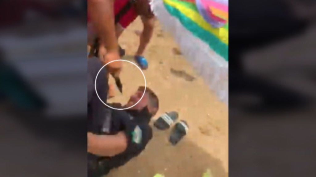 Un vendedor ambulante apuñala a un policía ante los bañistas de Punta Umbría tras requerirle la mercancía