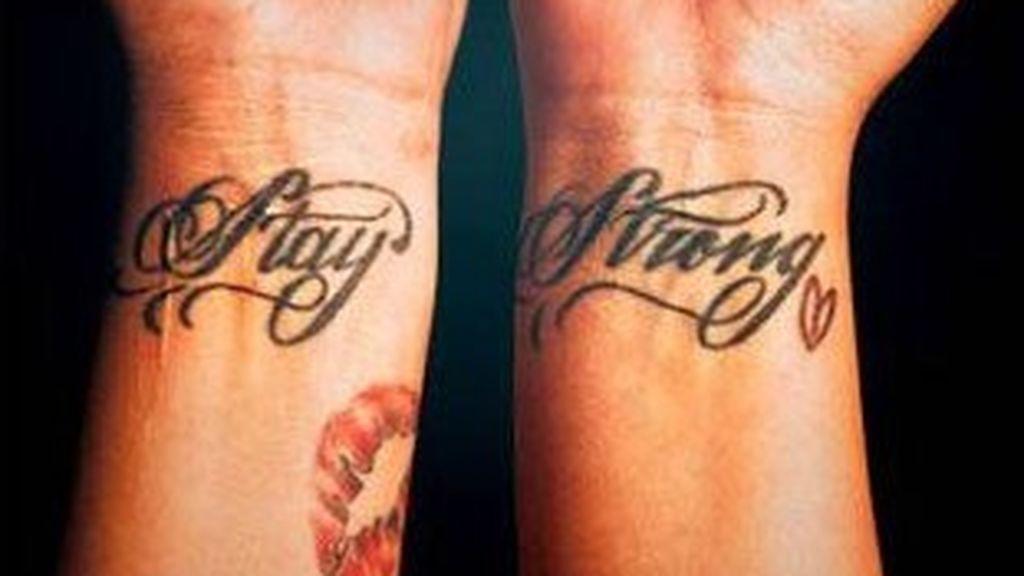 tatuajes-de-demi-lovato-en-las-costillas
