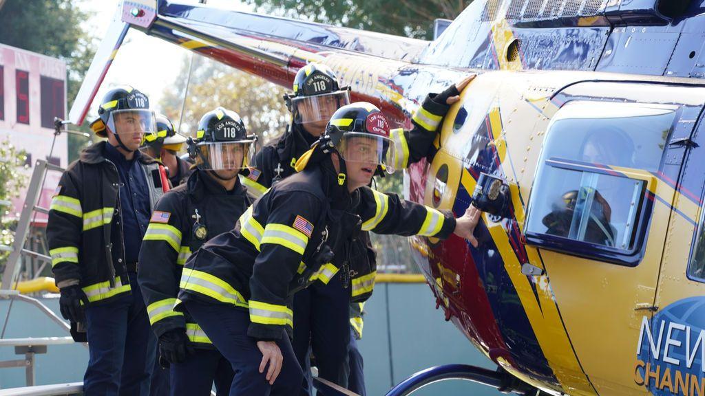 Un rescate en un helicóptero a punto de estrellarse, en '9-1-1'
