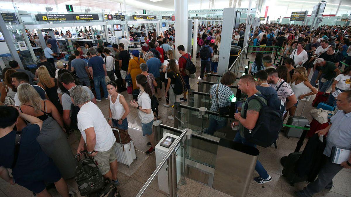 El personal de seguridad del aeropuerto de Barcelona-El Prat mantiene la huelga indefinida