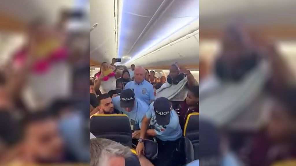 La Policía hiere a un pasajero acusado de agredir a una azafata al desalojarlo de un avión en Portugal
