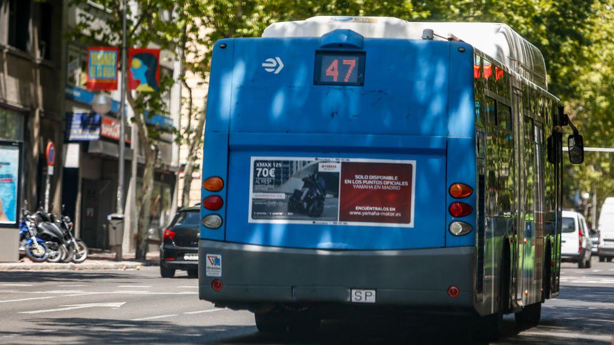 """Detenido tras agredir, escupir y gritar  """"negra de mierda"""" a una mujer en un autobús de Madrid"""