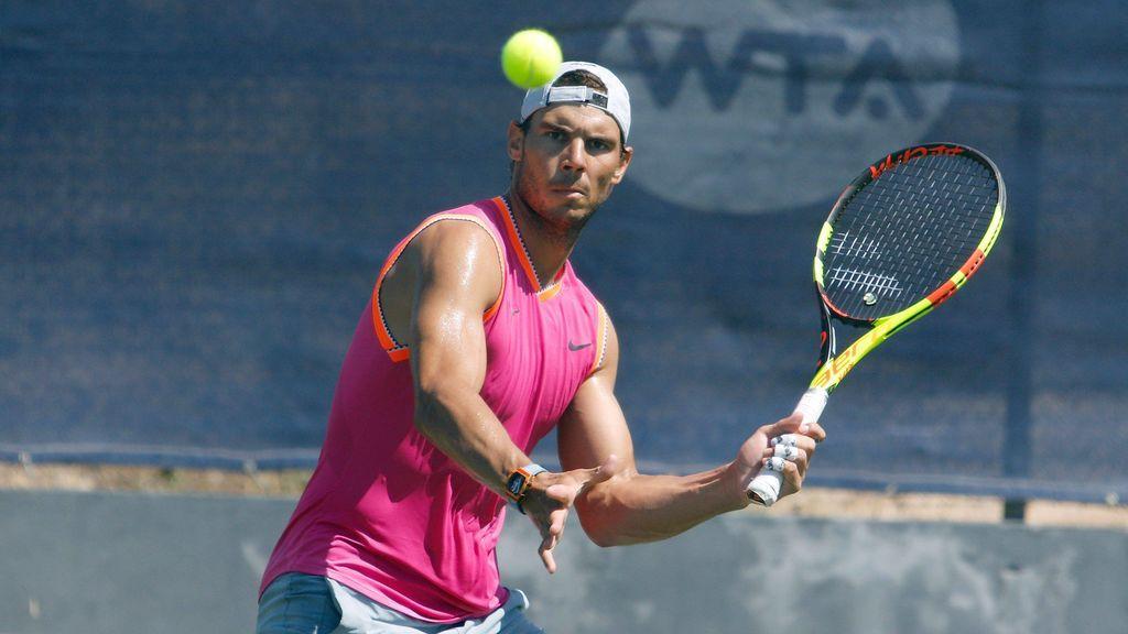 Locura por Rafa Nadal en Montreal: El español firma pelotas de tenis para docenas de aficionados