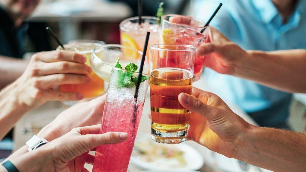 Estas son las 5 bebidas típicas del verano que más calorías contienen, según la OCU