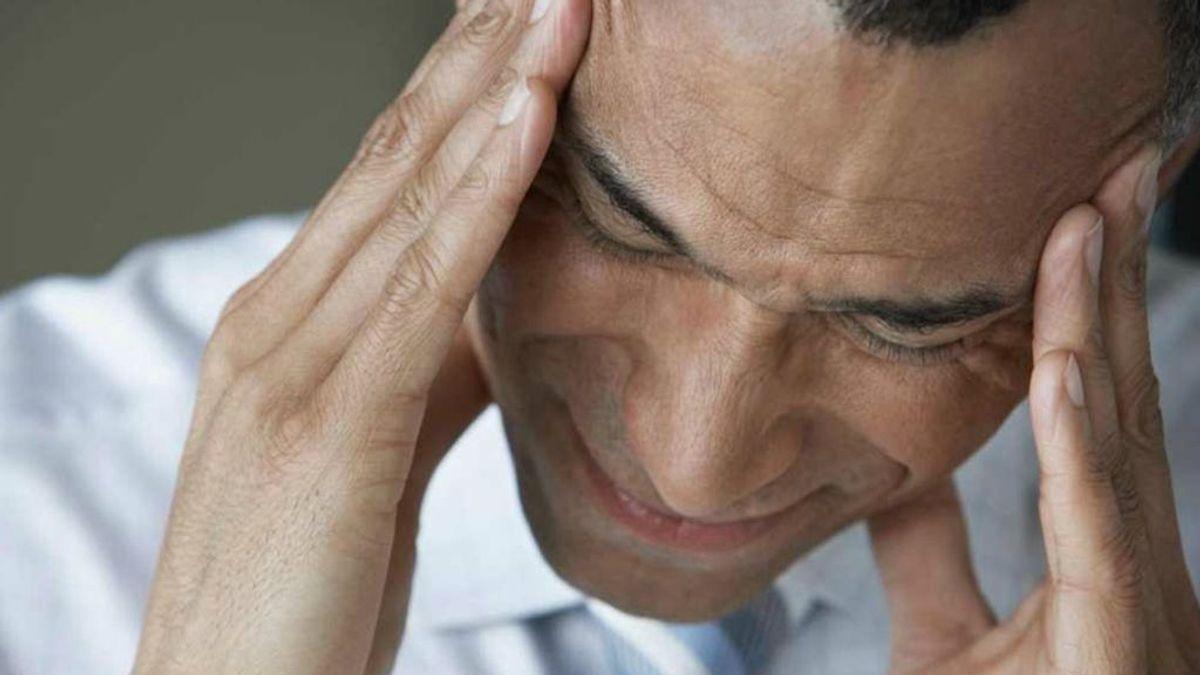 Beber tres tazas de café al día aumenta el riesgo de migraña, según un estudio