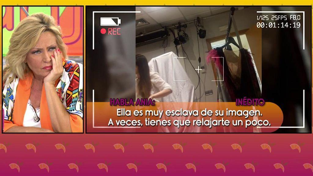 """La confesión de Ania Iglesias en los camerinos sobre el estilismo de Lydia Lozano: """"Claro que hay vestidos, pero de talla pequeña"""""""