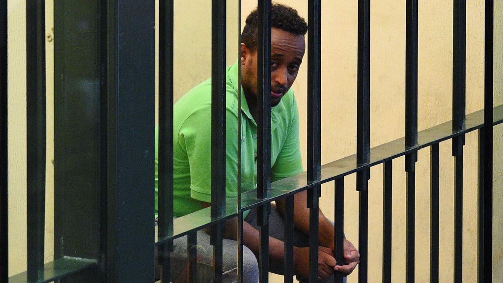 Tres años en prisión al confundirle con un buscado traficante de personas por una solicitud de amistad en Facebook