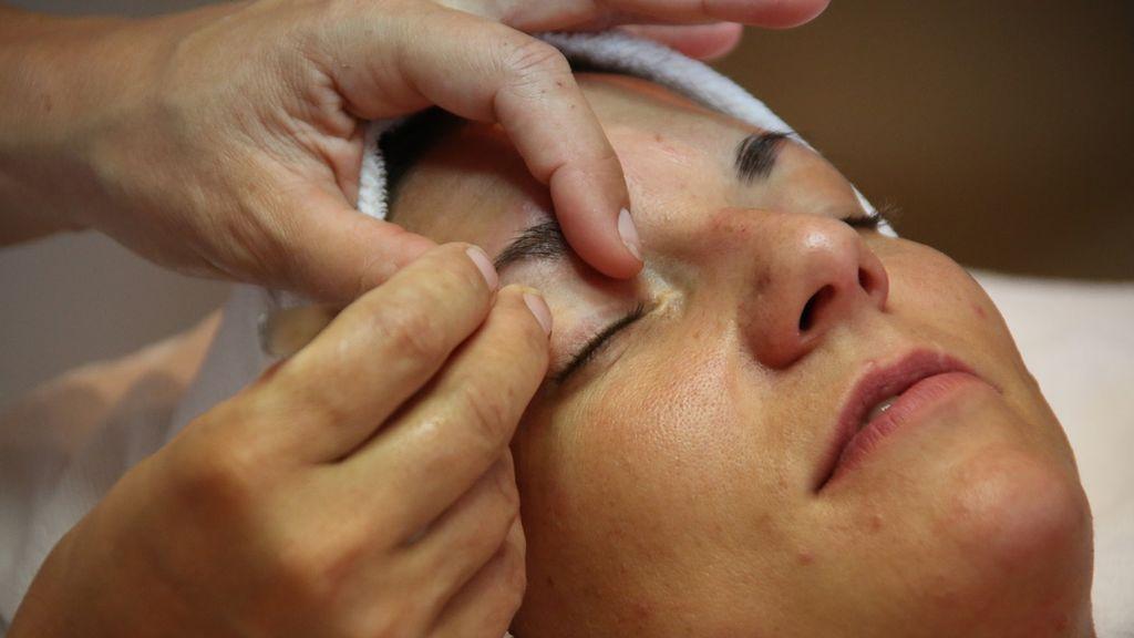 La denuncia de una joven sobre un tratamiento de belleza en Ibiza: le quemaron las cejas