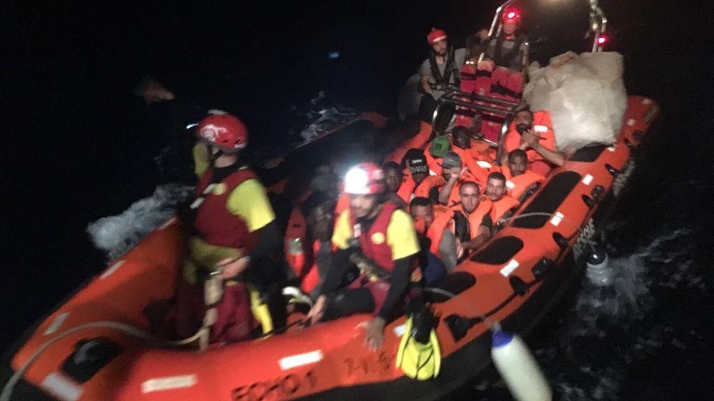 """Open Arms afirma que Malta solo ofrece el desembarco de los 39 rescatados, algo que considera """"inadmisible"""""""