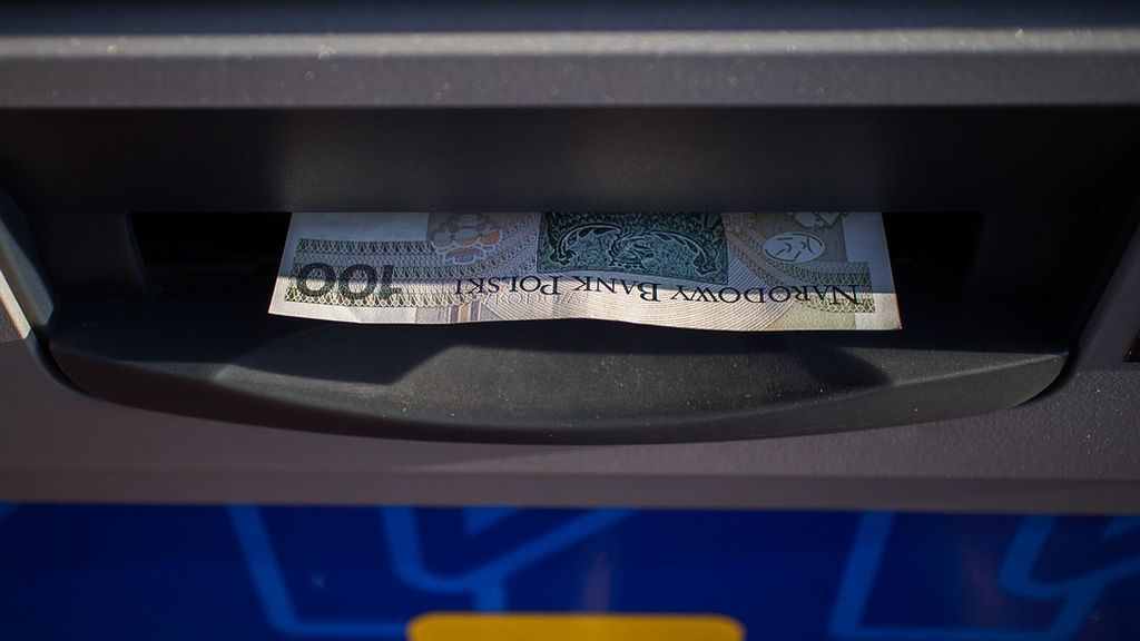 La importancia de observar lo que se acepta: conceden créditos personales en cajeros automáticos